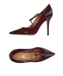 Salvatore Ferragamo   Footwear Courts Women On