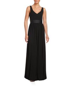 Vera Wang | V-Neck Sleeveless Gown