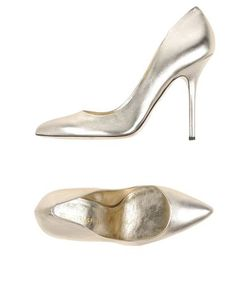Tamara Mellon | Footwear Courts Women On