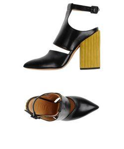Petar Petrov   Footwear Courts Women On